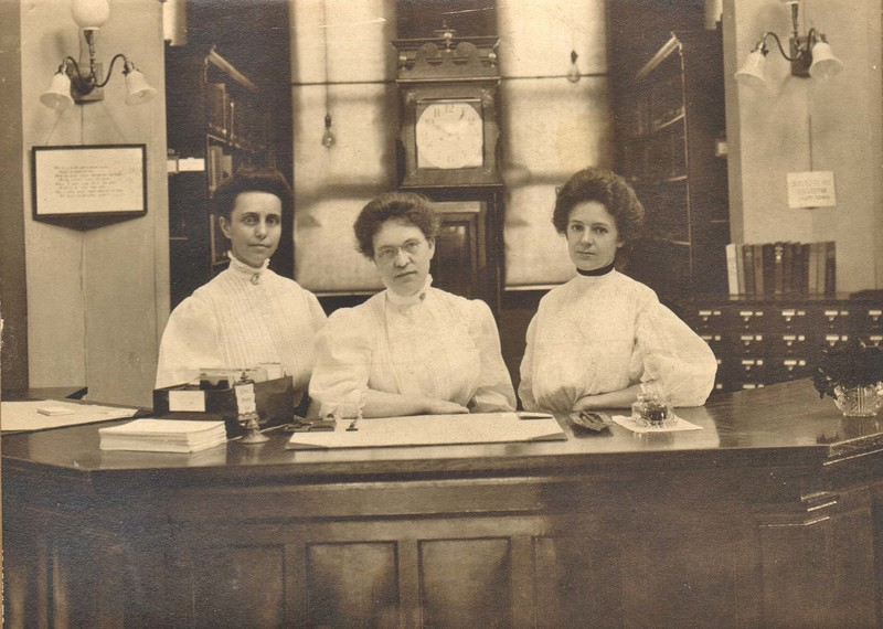 Nellie Griswold Beatty and Assistants in the Carnegie Building
